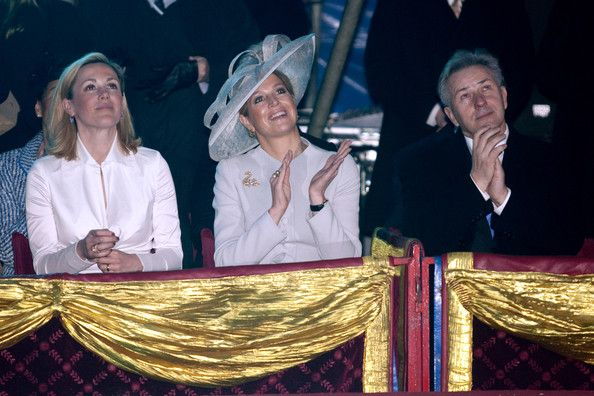 Princess Maxima and Bettina Wulff Photos Photos - First Lady Bettina Wulff, Princess Maxima of the Netherlands and Berlin's mayor Klaus Wowereit attend a performance of the Circus Mondeo on April 13, 2011 in Berlin, Germany. The Dutch royals are on a four-day visit to Germany that includes stops in Berlin, Dresden and Duesseldorf. - HRH Queen Beatrix Of The Netherlands And Crown Prince Couple Willem Alexander And Maxima On Germany Visit - Day 2