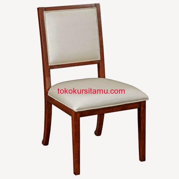Kursi Makan Minimalis Modern W-13HAQ terbuat dari kayu jati dengan finishing natural coklat serta terdapat dudukan busa dan kain jok yang empuk dan nyaman.