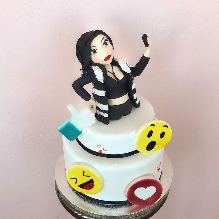 Social Cake  #social #cake #cakedesign #selfie #emoji #emoticons