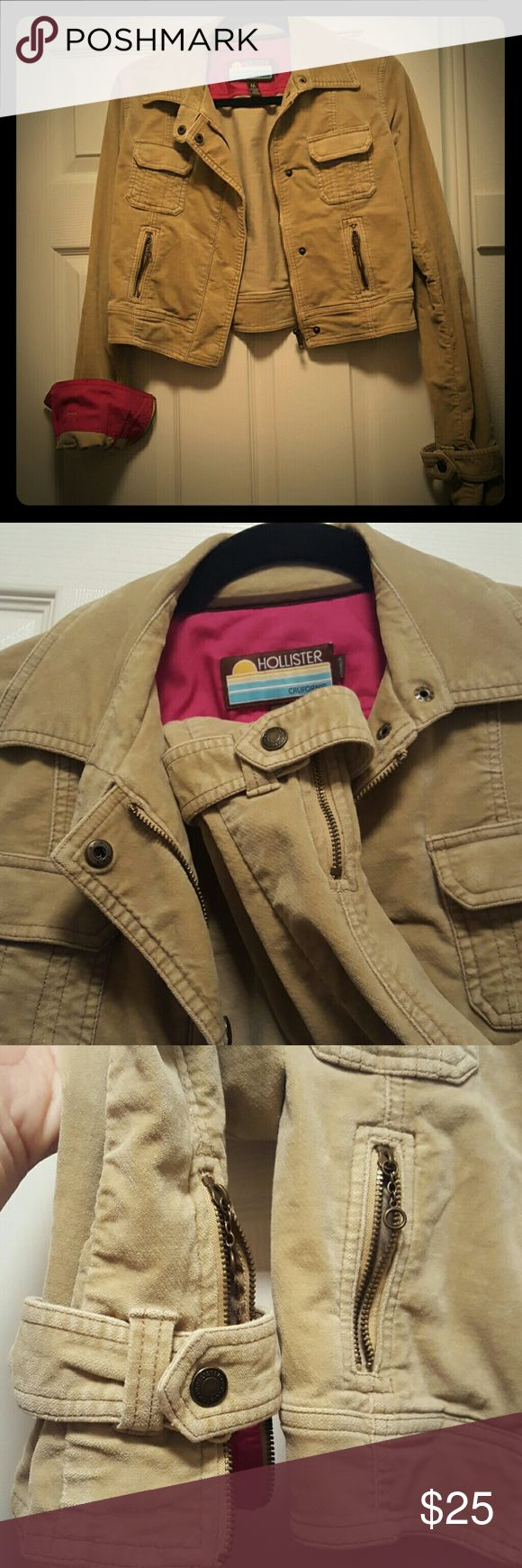 ❤Hollister jacket size M 🎉 tan color coper jacket.❤ two zip pockets and zip around sleeve. it's a very good used jacket. I love it. but can't fit in any longer.😣 I do bundle 👍 Hollister Jackets & Coats