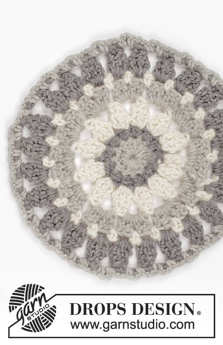 Crochet and felted trivet for Christmas in DROPS Eskimo. Free pattern by DROPS Design.
