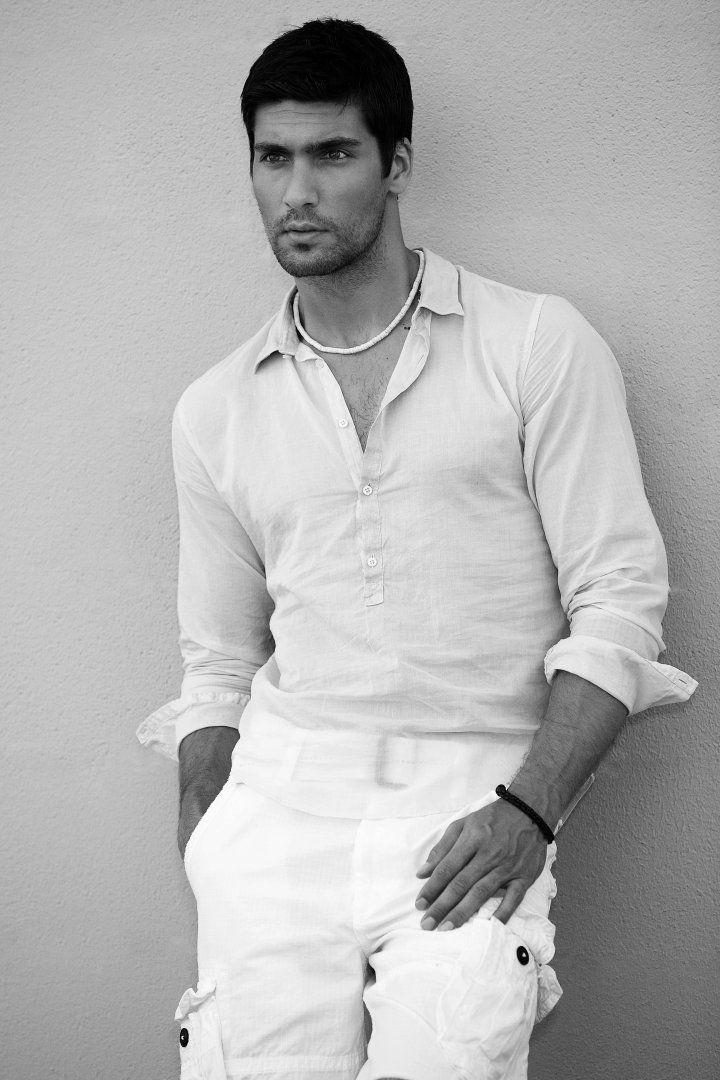 Travis Vulich by Robert Beczarski (2011) #TravisVulich #RobertBeczarski #malemodel #model #FordModels #FordModels_Chi #bw #necklace