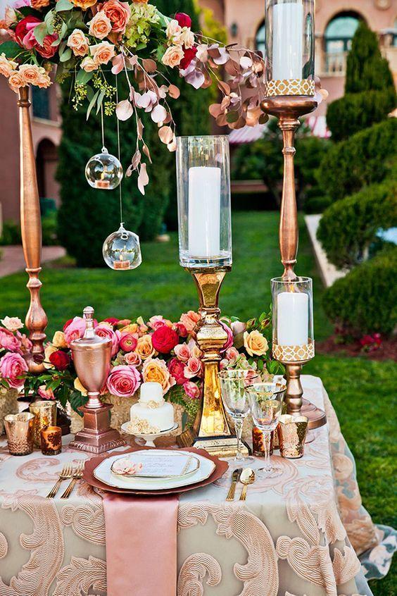 rose gold wedding decor / http://www.himisspuff.com/rose-gold-metallic-wedding-color-ideas/