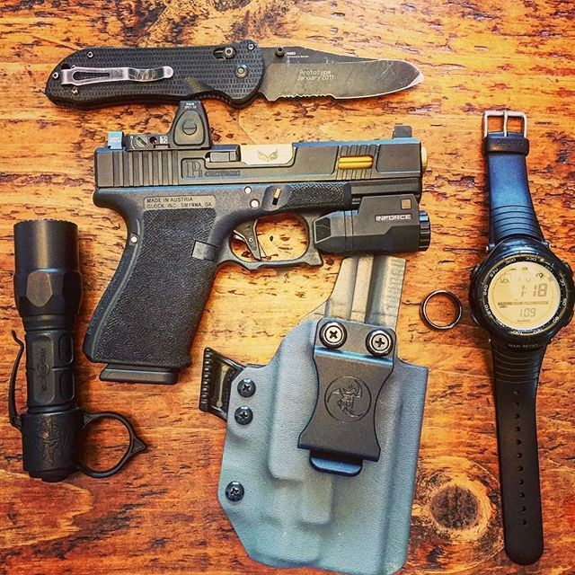 Holster love @skinnyguyedc with  After shooting my RMR glock 19 slide the other day I decided to start carrying it more again... and it looks awesome on my Salient arms frame  holster by @anrdesignllc  Weapon light @inforce01 . # #pewpewpew #glock #glock19 #gunporn #edc #edc2018 #trijiconrmr #trijicon #surefire #surefirexc1 #benchmade #gun #gunsdaily #guns #alexandryandesign #anr #anrdesign #gunsofinstagram #firearms #apl #aplc #inforce #inforce01 #inforceaplc  Anrdesignkydexholster.com