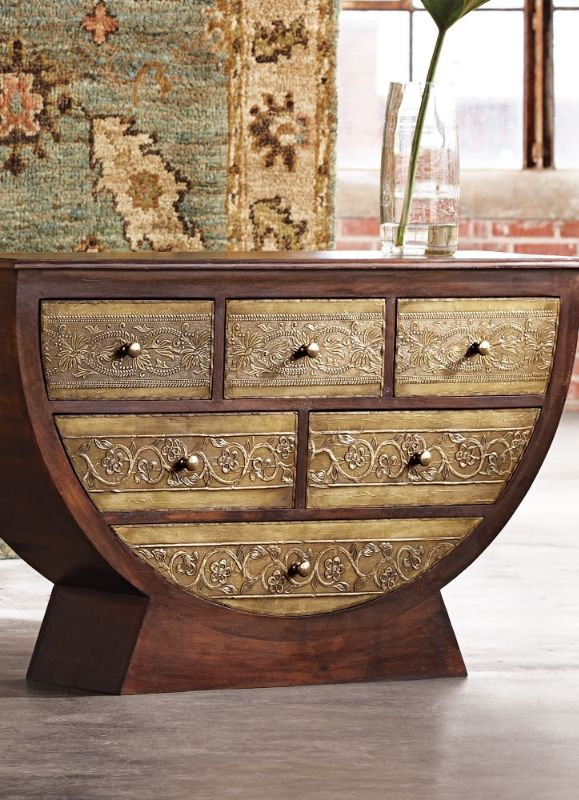 Instill the room with inspired shape and texture, unlike any other piece can, using our stunningly crafted Half Moon Chest.