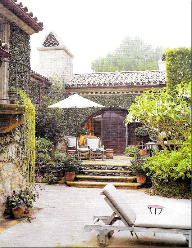 Beautiful outdoor area in an Italian style villa - love the little table by the chaise on the R front