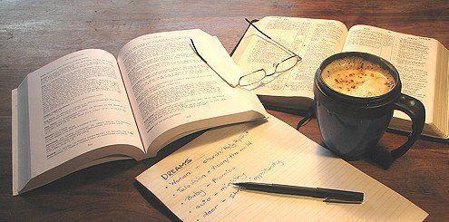 Resultado de imagem para tumblr books and coffee