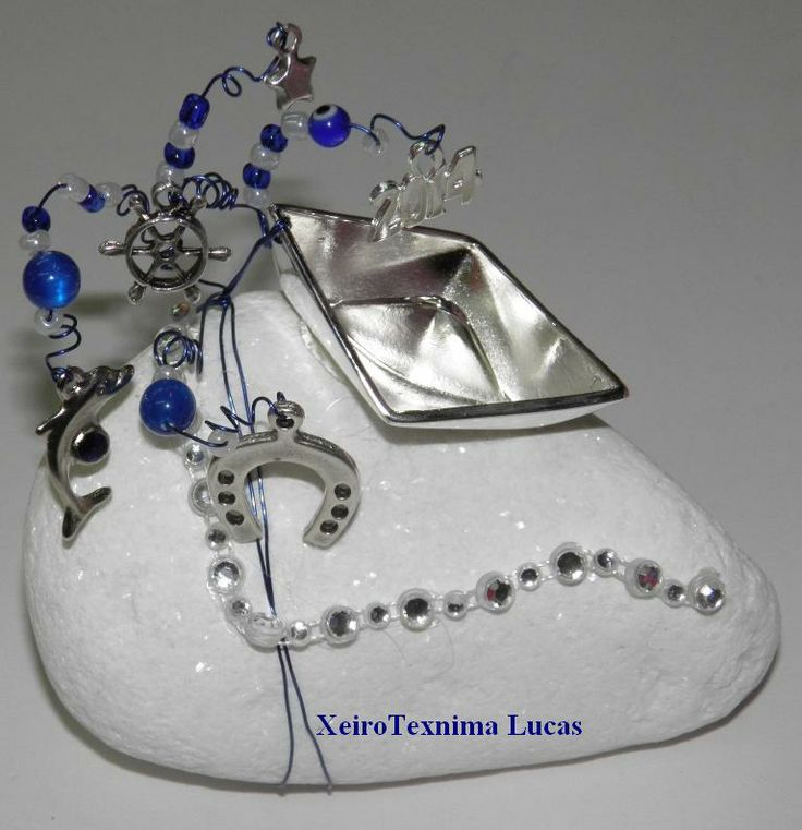 Θαλασσινό γούρι σε λευκή πέτρα