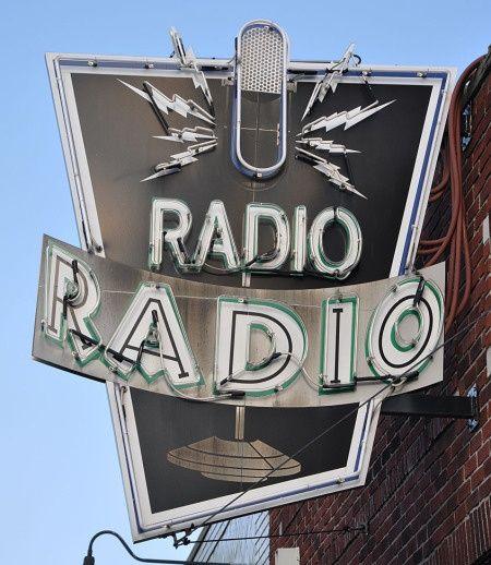 Radio Radio.