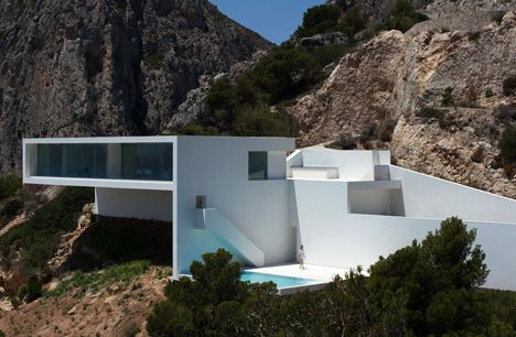 I wouldn't say no... but what'll it look like in 5 years...House on the Cliff by Fran Silvestre Arquitectos