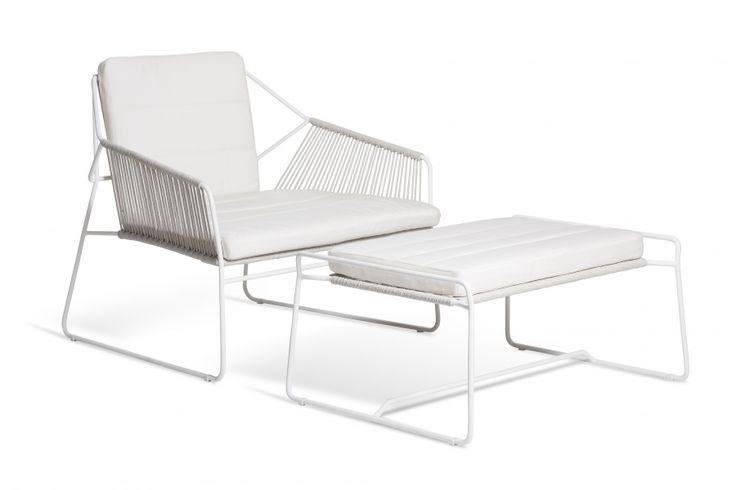 En favoritt både design- og komfortmessig. Sandur er utført i pulverlakkert rustfritt stål og båttau. Fantastisk sittekomfort. Flettet for hånd. Bestiller du med puter