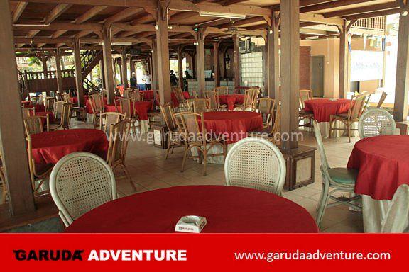 Restoran pulau bidadari dari sisi dalam