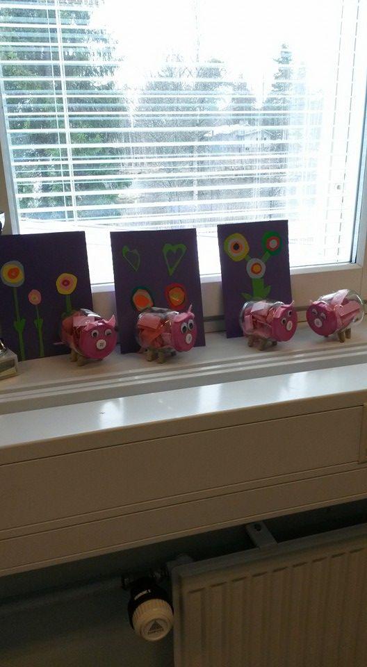 Pikkupossujen (sisällä kehulappuja äidille ) ja kukkakorttien myötä Hyvää Äitienpäivää epuiltani! (Alkuopettajat FB -sivustosta / Marja Niemelä)