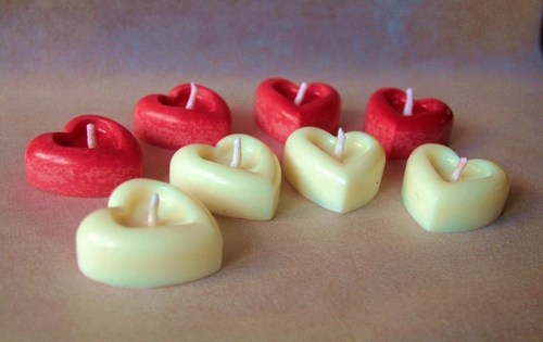 Piece of my heart -Set of 8 candles heart-shaped hand-made; in soy wax with cotton wick.  The price is for 8 pcs.  to buy: https://secure.blomming.com/mm/Aromantiche/items/piece-of-my-heart?view_type=thumbnail