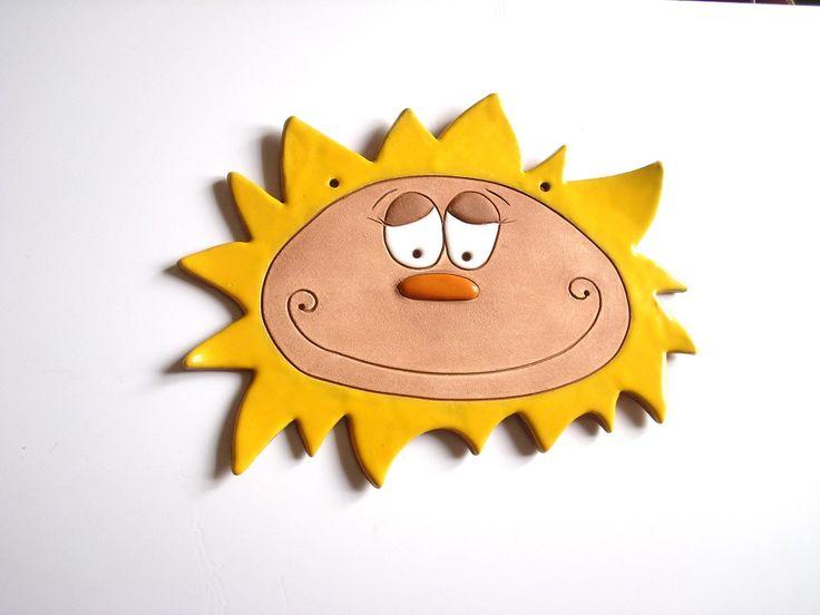 Velké+keramické+sluníčko+na+zavěšení+Velikost+cca+26x20+cm.+Zdobené+engobou+a+glazurami.
