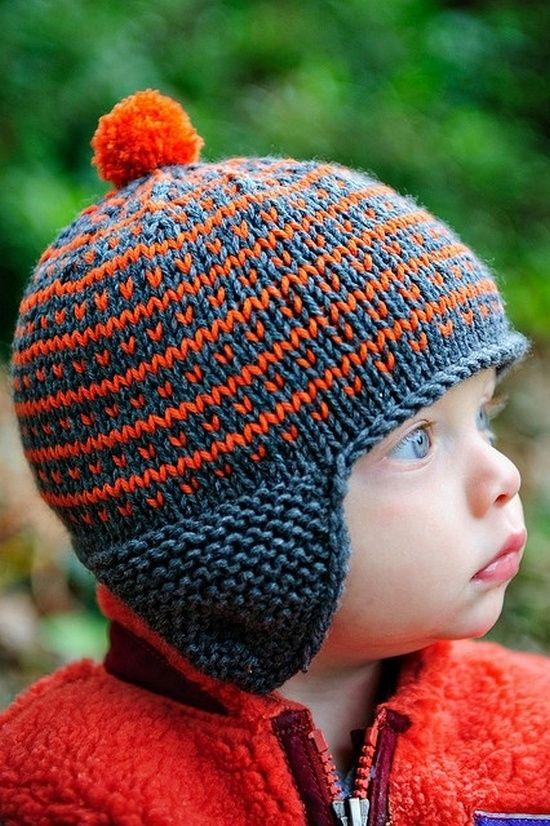 Лучше вязать шапочку на круговых спицах. Тогда в готовой шапке не будет грубых швов, которые могут натереть кожу ребёнка