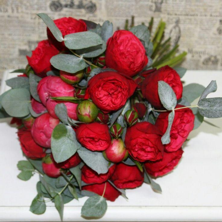 Пионовидные розы red piano
