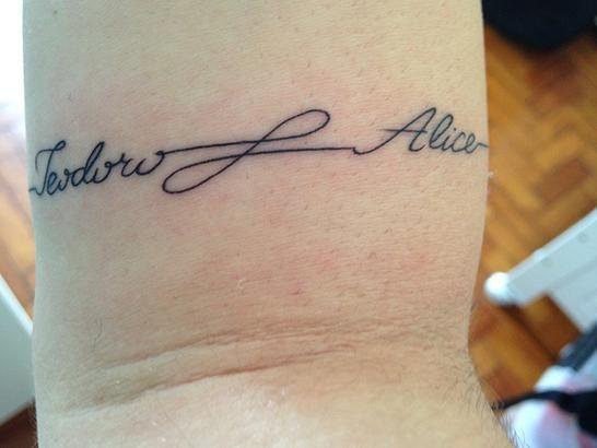 Todas as Mães | Tattoo: escala de dor, minha tatuagem nova e galeria com 20 imagens em homenagem aos filhos. Kid's name. Tattoo mãe e filho.