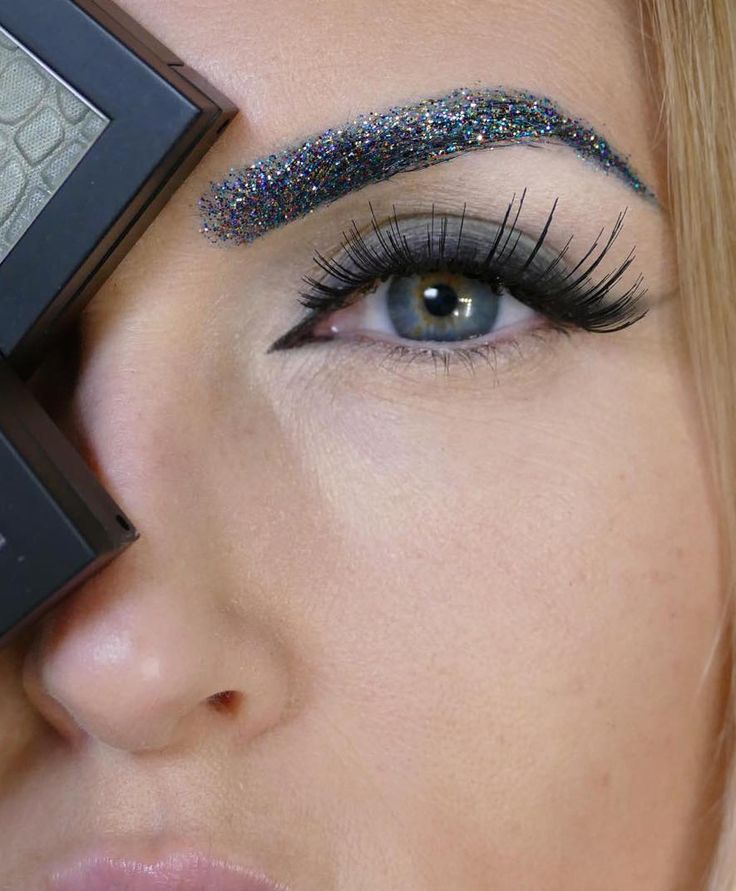 Glitter Brows On Fleek. #Glitter #GlitterBrows #Makeup #Beauty #Style #Sparkles
