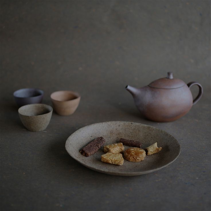 Very slightly glazed pottery made from three different kinds of clay. Babaghuri shop