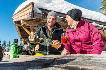 Tijd voor een versnapering bij een van de 25 berghutten in Ski Juwel Alpbachtal Wildschönau