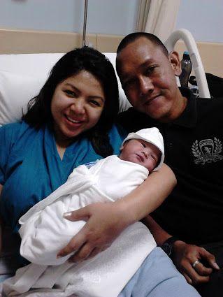"""Suatu anugerah buat kami lahir dengan sehat, lengkap, dan normal pada tanggal 17 April 2015, pukul 04.50 AM,Kami sangat berbahagia atas kelahiran putra kedua kami, Karena anak pertama kami perempuan dan sudah lengkap kebahagiaan kami."" – Ibu Deshinta dan Bpk. Dwi."