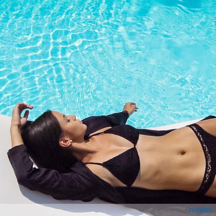 Enjoy the sun relaxing by the pool…#lifestyle #design #health #summer #relaxation #architecture #pooldesign #gardendesign #pool #pools #swimmingpool #swimmingpools #niveko #nivekopools