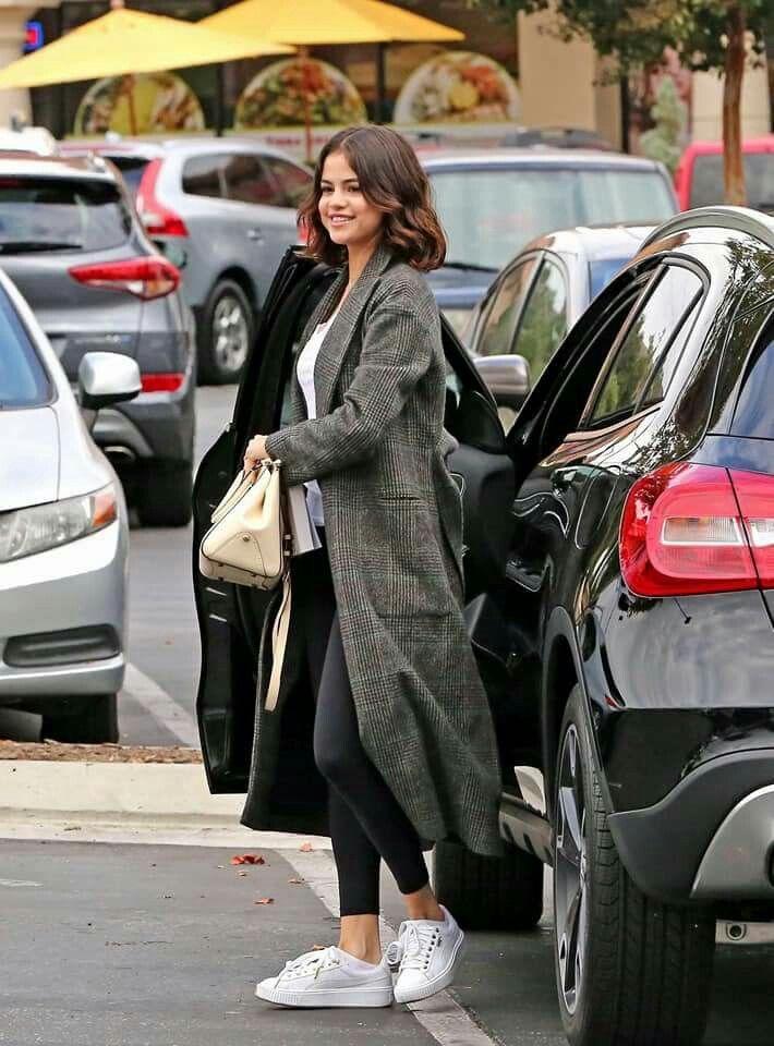 Selena's Mercedes Benz GLA same pinch.. Selena