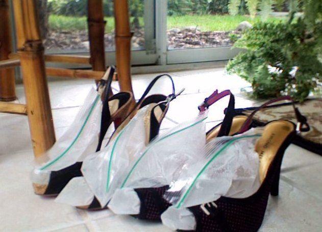Ze+doet+een+zak+met+water+in+haar+schoenen?+De+reden!+Dit+moet+je+ECHT+proberen!
