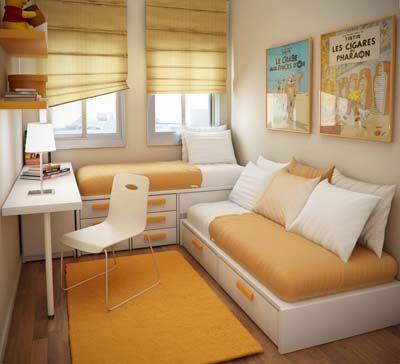 Dos camas en forma de L. Una forma perfecta de amueblar un dormitorio para dos adolescentes en el que no hay muy espacio. Además la decoración es perfecta. Es una decoración alegre gracias al naranja y por otro lado el blanco (gran protagonista de este dormitorio) armoniza, suaviza y da luminosidad a todo el dormitorio.