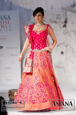 Make sure you stand out #lehenga #choli #indian #hp #shaadi #bridal #fashion #style #desi #designer #blouse #wedding #gorgeous #beautiful