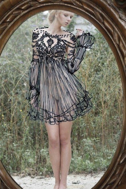 #Fashion-ivabellini Fotografia, nudo allo specchio: il vestito è disegnato