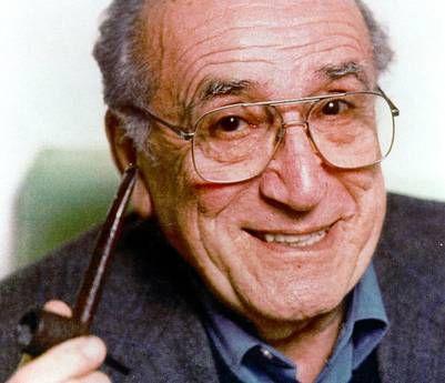 Arnoldo Foà (24.1.1916 - 11.1.2014) è stato attore, regista, doppiatore, cantante e scrittore. Iniziato nel 1947 nella loggia Alto Adige di Roma del GOI.