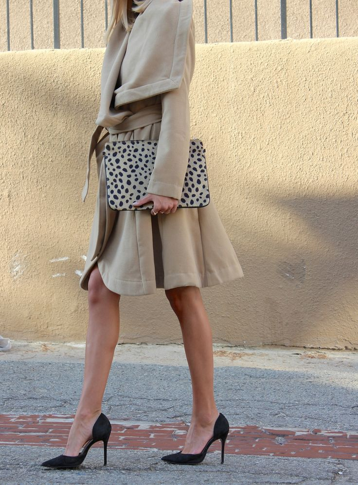 Streetstyle - Emma Andersson - Milimelange.com camel coat and leopard clutch