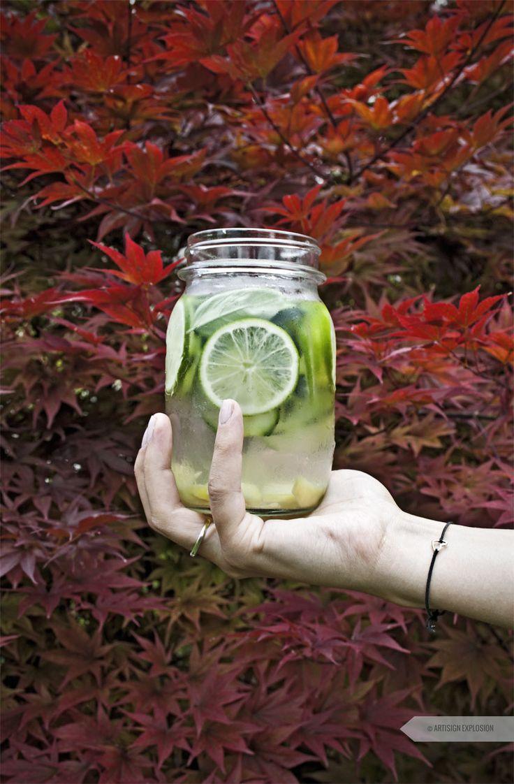 È la bevanda del momento, viene dagli States e si chiama Sassy water ovvero, acqua aromatizzata. La ricetta di oggi vi propone una delle sue numerose versioni.