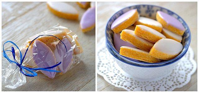 Calissons- конфеты/сладости в форме челночка или лодочки из Прованса. Миндаль, сахарная пудра, кандированые дыня, апельсин  и лимон являются необходимыми компонентами, без которых Calissons не Calissons.