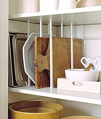 Пространство на кухне можно использовать с разной эффективностью. Полки и ящики в кухонном шкафу можно оборудовать так, что повседневная кухонная утварь станет более доступной и удобной в ежедневном пользовании. Крышки от кастрюль способны создавать хаос на кухонных полках, но этого можно избежать, прикрепив вертикальный разделитель на внутреннюю стенку шкафчика. Теперь не нужно будет тратить время …