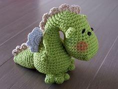 Patrón gratuito para un dragón de amigurumi (link al patrón)