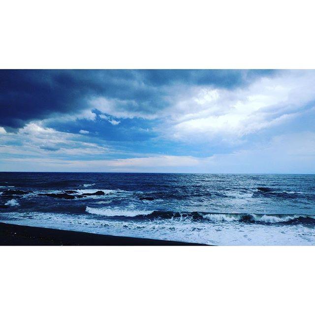 大磯照ヶ崎でのオープンウォータースイミングが荒天で中止になりました!風を交わす漁港側で1,000mだけ泳いできました!  #波あった #サーフィンだろ #大磯 #openwaterswimming #triathlon #triathletelife #トライアスロン #sky #clouds #空模様 #海 2016/06/25 09:45:58
