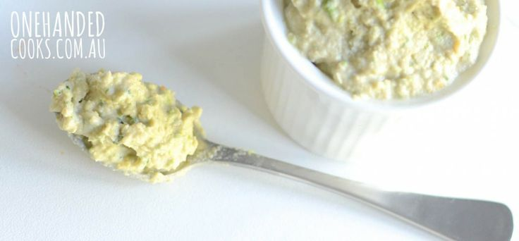 GREEN HUMMUS DIP: A twist on the traditional, this hummus includes the all-important green leafy veggies. #onehandedcooks