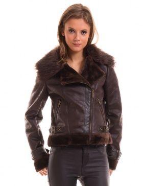 Cazadora marrón de piel con interior de pelo.  Brown leather jacket with fur inside.