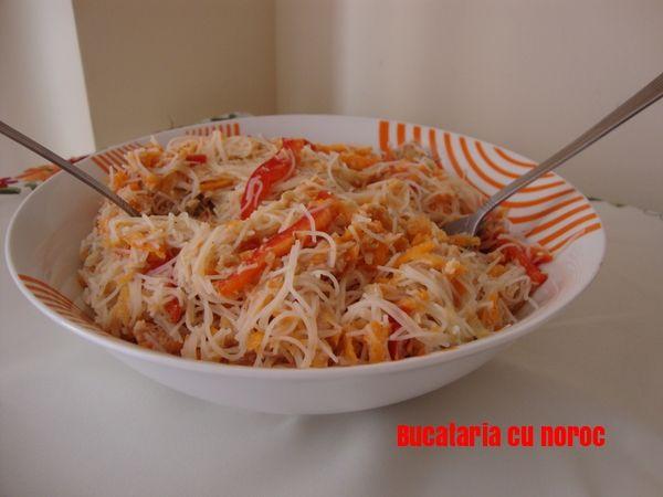 Salata de ton cu noodles - Bucataria cu noroc