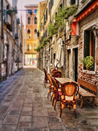 sidewalk cafe in venice
