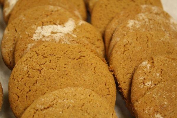 Gingerbread Cookies: Raleigh Tavern Recipe