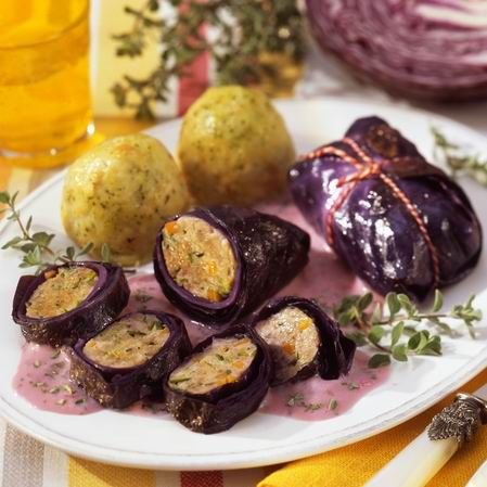 Egy finom Töltött lilakáposzta zsemlegombóccal ebédre vagy vacsorára? Töltött lilakáposzta zsemlegombóccal Receptek a Mindmegette.hu Recept gyűjteményében!