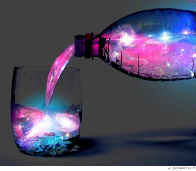 Créez une boisson qui brillera dans la nuit grâce à de la lumière noire ! Glowing Aurora Cocktail