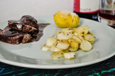 Rehschlegel mit gebratenem Spargel und Hasselback Kartoffeln