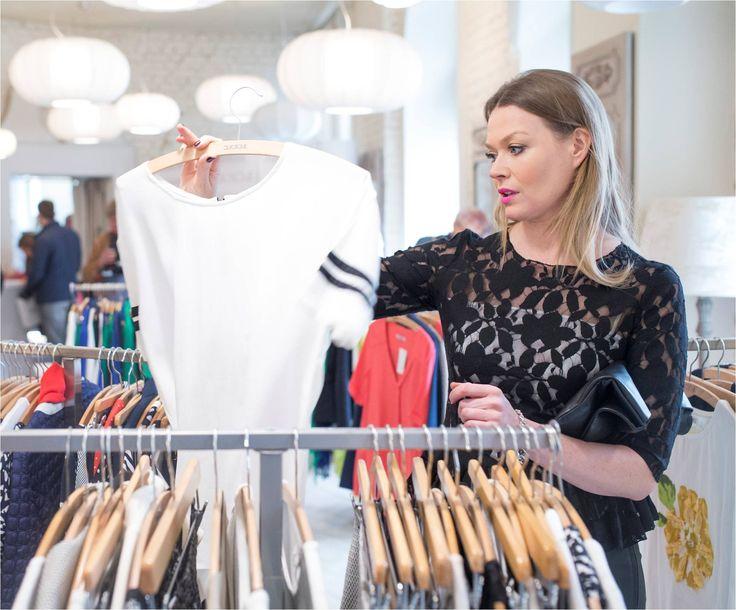 Minimalistyczny krój... Pani Tamara Arciuch zdradziła nam, że ma słabość do takich wzorów... #qsq #fashion #work #TamaraArciuch