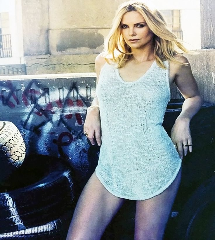 Charlize Theron - Esquire (US-May-2015)_2