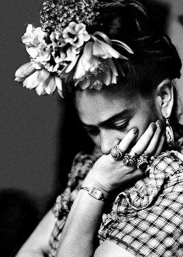 Photos of Frida Kahlo sylvia-salmi-1944